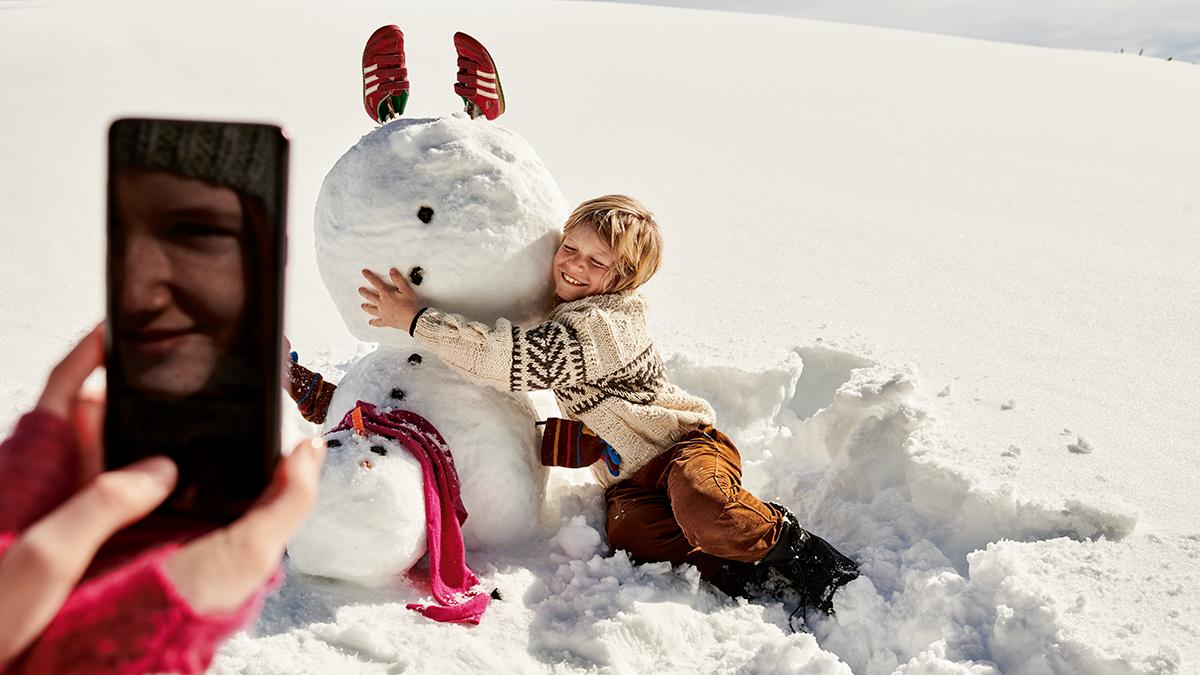 Familienurlaub wird smart: Auto-Entertainment und connected auf der Skipiste