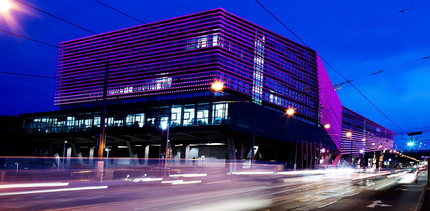 T-Center Beleuchtung als digitales Monument für ein digitales Jahrtausend