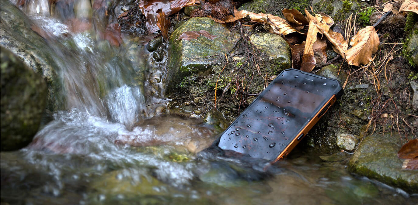 So ist ein Handy wasserdicht und scheut keine Flüssigkeit