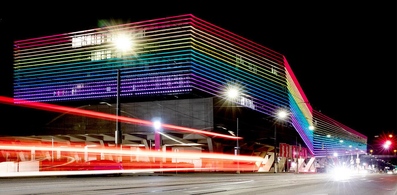 Regenbogen in Wien – T-Center erstrahlt im Zeichen der Vielfalt